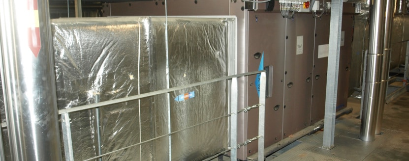 Centrale de traitement d'air ou CTA installée dans un local technique