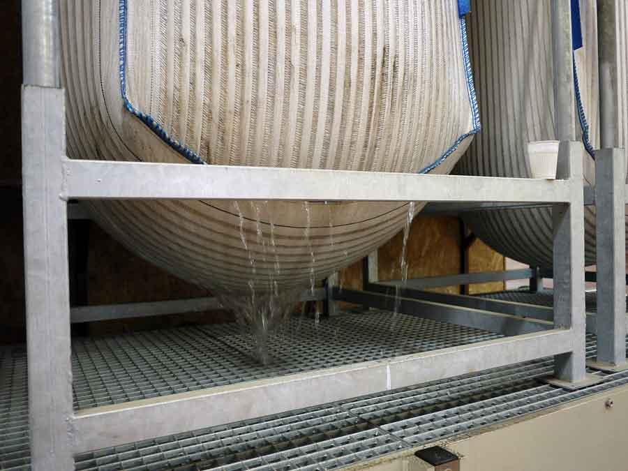 Support bgbag filtrant avec caillebotis et cuve de retention pour manutention et stockage des Big-bag - isofilter