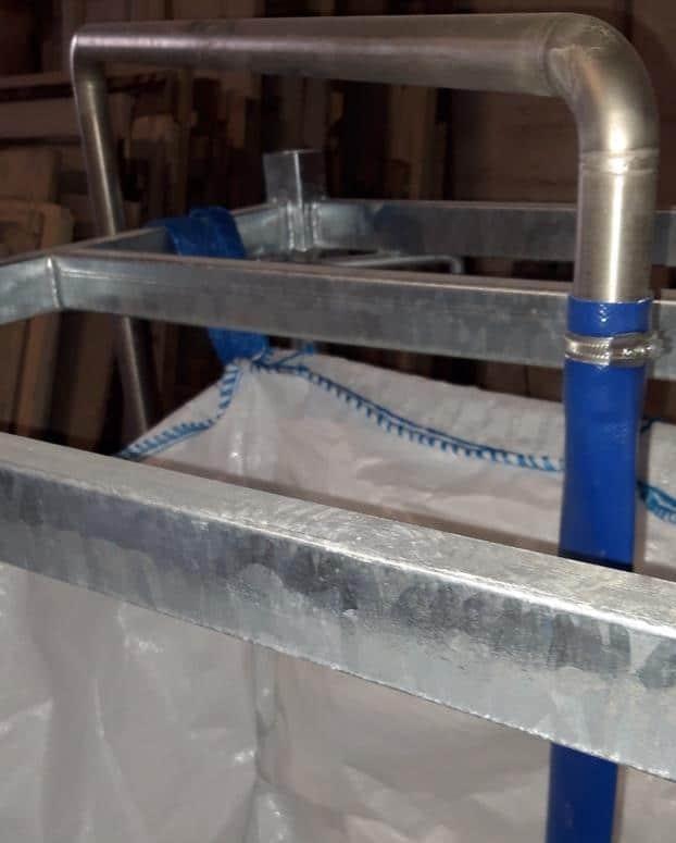 Canne de distribution liquide dans conteneur souple filtrant