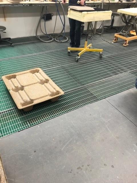 Filtre paintstop en fibre de verre dans une cabine de peinture ouverte